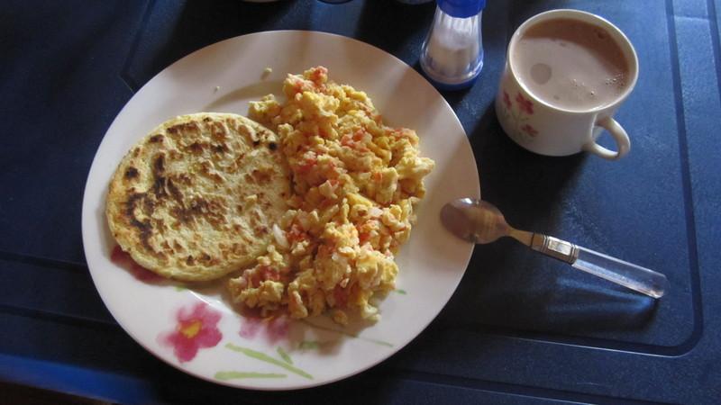 Arepa y huevos pericos: breakfast @ Sofía\'s